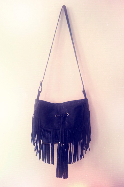 My handbag for fall: lots of fringes, cool attitude, little price and it's not made of a dead animal's skin!