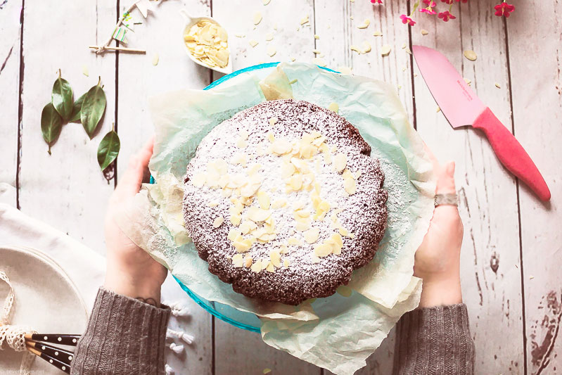 Vegan Gluten-Free Caprese Chocolate Cake - flourless, egg-free, dairy-free, 1-bowl chocolate wonder