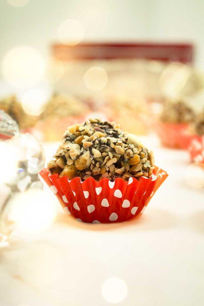 Vegano Rocher: raw vegan hazelnut chocolate truffles