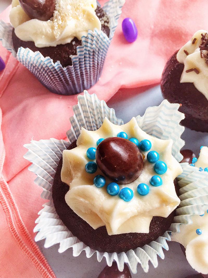 Vegan Creme Egg Cupcakes