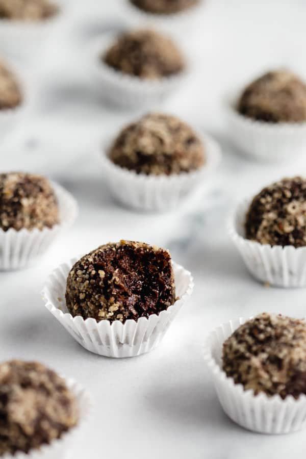 5 INGREDIENT CHOCOLATE ENERGY BALLS