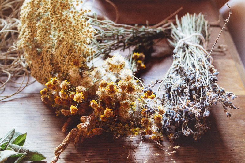 How to make your own DIY Smudge Sticks: which herbs to choose, and what are their properties