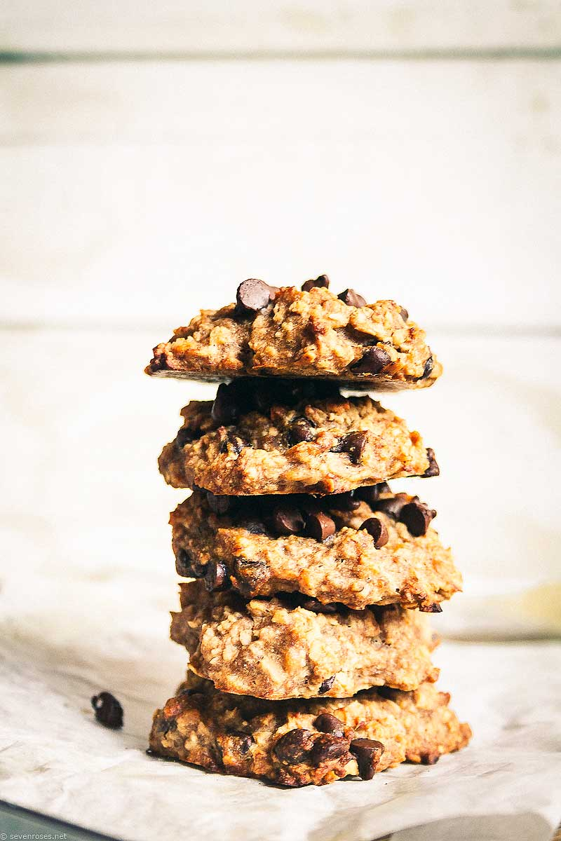 Got banans, oats and peanut butter? Go ahead and make these simple cookies