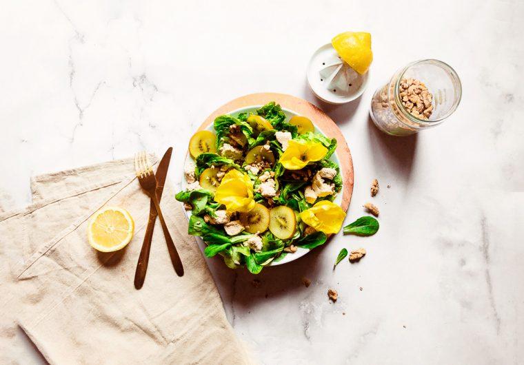 Summer salad with tofu feta