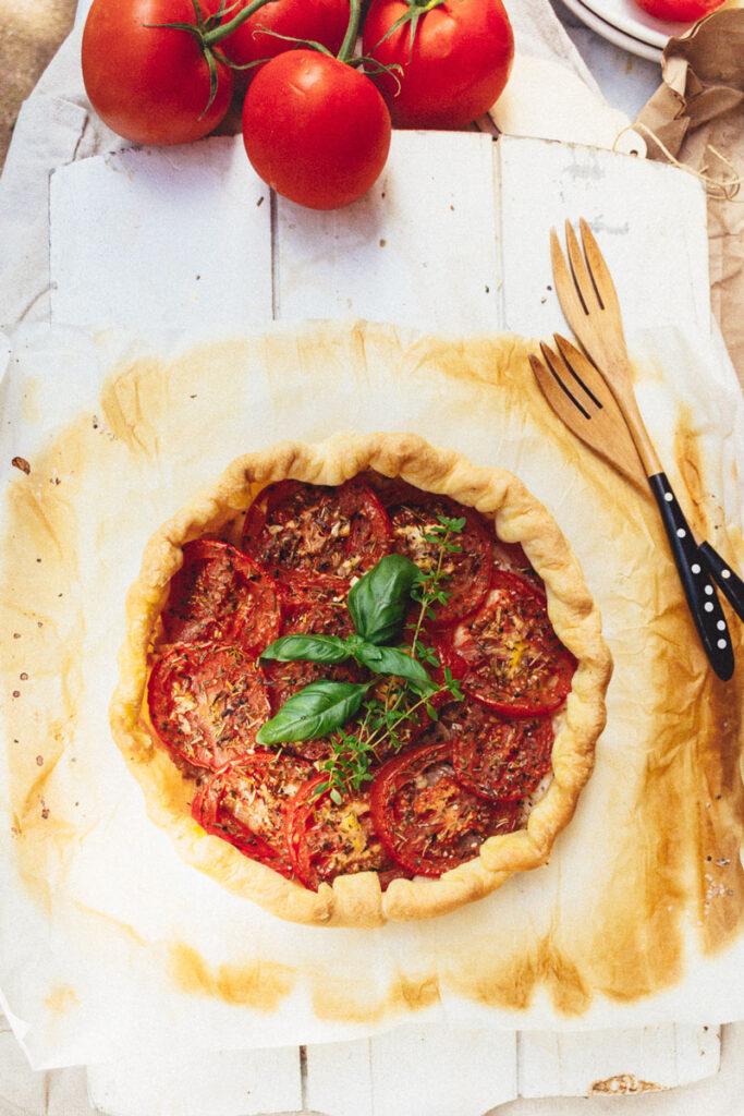 Vegan rustic tomato tart