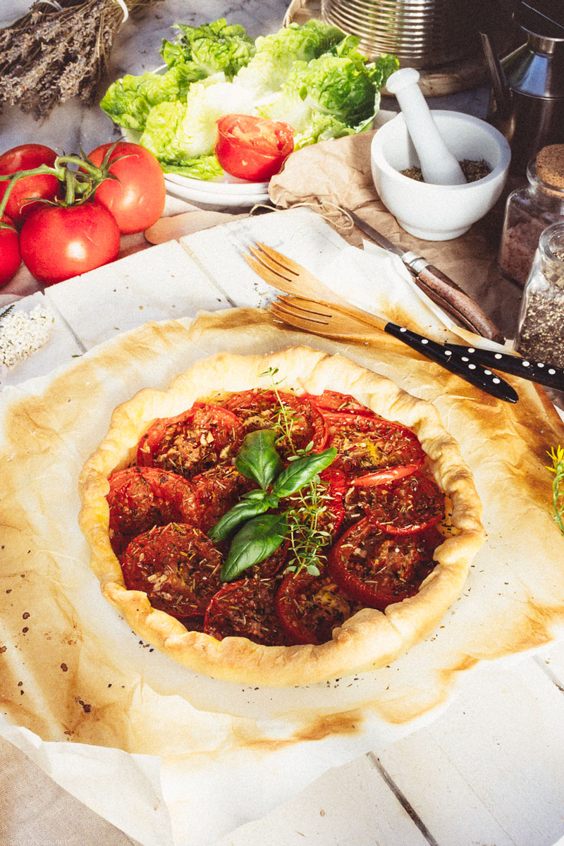 French rustic tomato tart with puff pastry