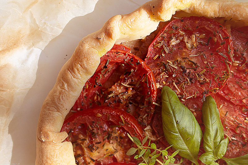 Summer tomato tart with puff pastry