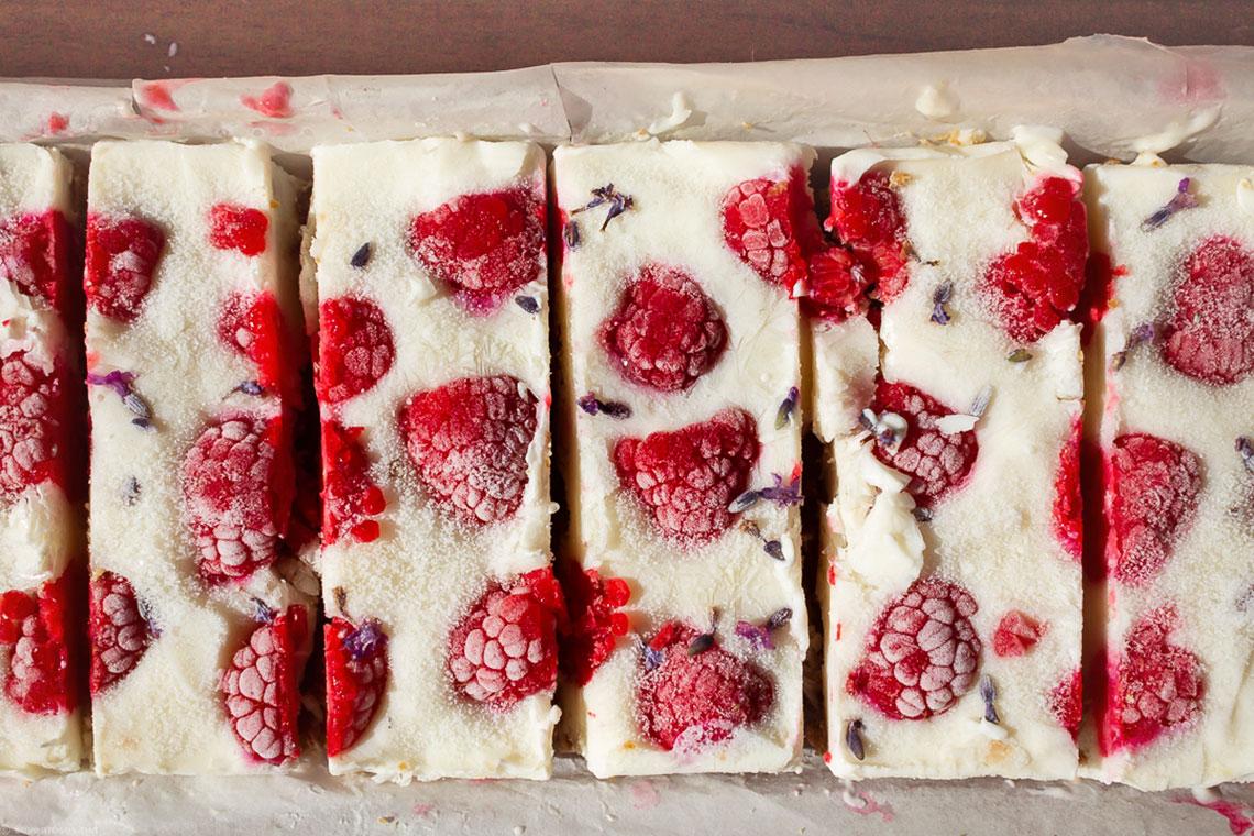 A healthy frozen treat for hot summer day: Vegan frozen yogurt & raspberries bars