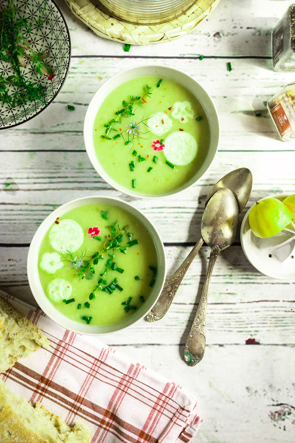 It's so hot! This refreshing summer zucchini soup is all you'll want to eat.